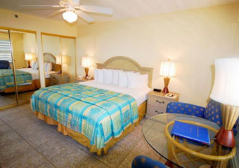 pet friendly hotel in key largo with boat